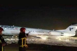 Máy bay chở khách Iran bốc cháy sau khi hạ cánh bằng bụng