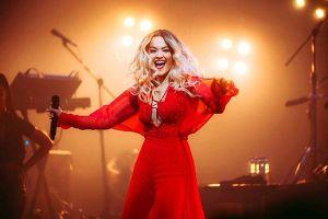 Ca sĩ Rita Ora diện thiết kế của Công Trí trong tour Pheonix
