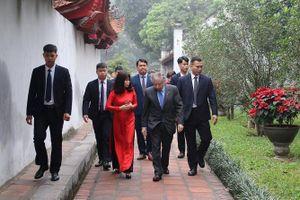 Chủ tịch Liên đoàn ô tô Quốc tế thăm Văn Miếu - Quốc Tử Giám