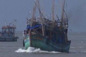 Một thuyền viên bị bạn tàu đánh rơi xuống biển mất tích