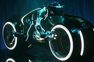 Siêu mô tô của Đức 'Tào phớ' giống chiếc xe trong phim cỡ nào?