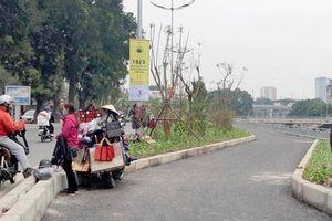 Đường đi bộ Hà Nội chưa khai thác đã bị chiếm dụng