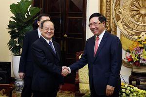 Phó Thủ tướng tiếp Bí thư Đảng ủy khu tự trị dân tộc Choang Quảng Tây