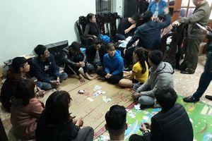 10 con bạc bị bắt quả tang khi đang sát phạt ở Hưng Yên