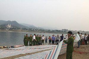 Bàng hoàng 8 học sinh tử vong do tắm trên sông Đà