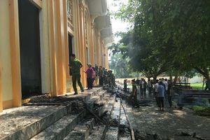 'Bà hỏa' gây họa ở nhà thờ Thọ Vực