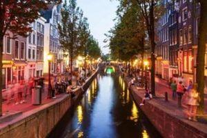 Hà Lan mạnh tay với du khách ở phố đèn đỏ để 'tôn trọng gái mại dâm'