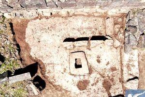 Máy ép nho làm rượu 1.500 năm tuổi