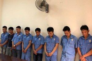 17 người bị bắt khi đánh bạc trong nhà vệ sinh công ty