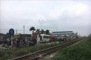 Xe máy va chạm với tàu hỏa, hai phụ nữ tử vong