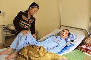 Nghị lực của người mẹ 7 năm ròng nhặt ve chai chăm con ở bệnh viện