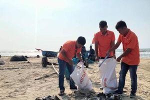 Thanh niên cứu nạn hàng hải chống rác thải nhựa