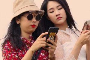 Trang Hí nghi ngờ 'hot girl trà sữa' chơi ngải mình trong lúc đóng phim