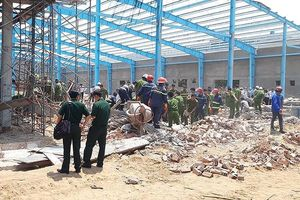 Vĩnh Long: Khởi tố vụ án sập tường công trình làm 6 người chết