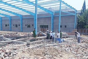 Khởi tố vụ sập tường làm 6 người chết ở Vĩnh Long