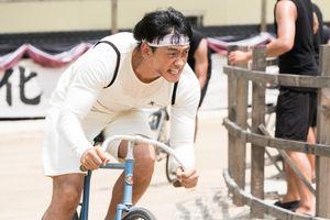 'Ông hoàng đường đua - Um Bok Dong': Hơn cả cuộc đua xe đạp là hy vọng và niềm tin của một dân tộc