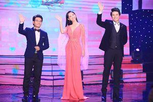 Á hậu Hà Thu chơi trội, thay 3 váy liền tù tì trên sân khấu