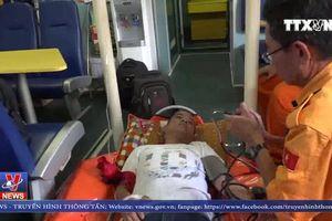 Cứu thuyền viên nước ngoài bị nạn tại Hoàng Sa