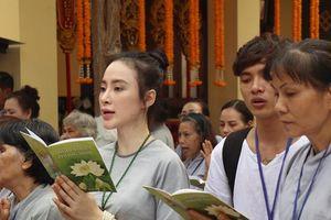 Không còn khoe thân, Angela Phương Trinh giờ chỉ đi chùa, ăn chay trường
