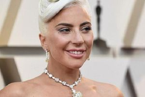 Rộ tin Lady Gaga hẹn hò bạn thân Jeremy Renner