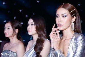 Minh Tú hở bạo khoe dáng quyến rũ đọ sắc cùng Sam, Kaity Nguyễn