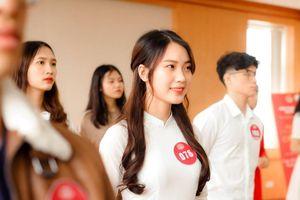 Đại sứ thanh lịch Đại học Quốc gia Hà Nội hút hồn bởi sự thân thiện