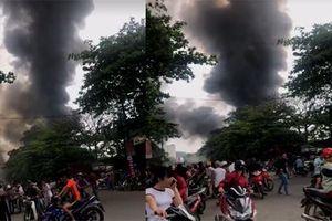 Xưởng sửa ô tô ở Hà Tĩnh bốc cháy, lửa lan sang các nhà dân