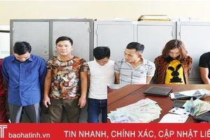 Bắt quả tang 7 con bạc cùng xã ở Cẩm Xuyên