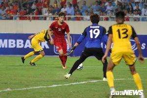 U23 Việt Nam liên tục 'bắn phá', thủ môn Brunei chuột rút sau nửa tiếng khổ sở