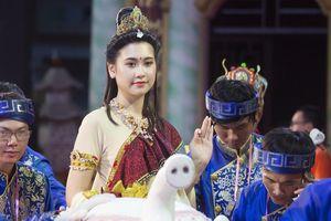 'Nữ Bồ Tát' xinh đẹp giữa biển người ở Đà Nẵng