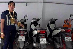 Đeo biển ngũ quý 8, chiếc xe máy bình dân được bán giá 200 triệu đồng