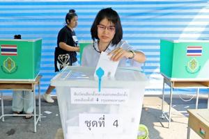Tổng tuyển cử ở Thái Lan: Các điểm bỏ phiếu đóng cửa bắt đầu kiểm phiếu