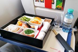 'Chấm điểm' suất ăn hàng không qua… 600 chuyến bay