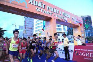 Tiền Phong Marathon 2019: Tranh đua quyết liệt từ tinh mơ