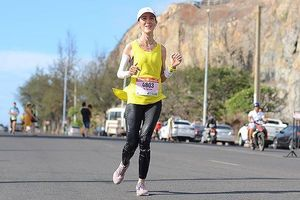 Nữ VĐV nén đau chinh phục marathon, lập kỳ tích ở Tiền Phong 2019
