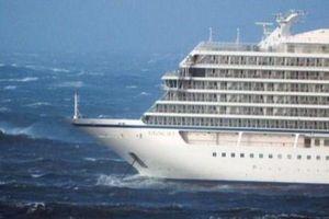 Lai dắt tàu du lịch Na Uy chở hơn 1.300 người gặp sự cố ngoài khơi