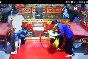 Nam Định: Quái nữ nhanh tay cuỗm túi xách của người đi lễ Phủ Dày