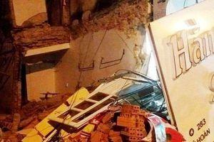 Clip: Ngôi nhà 2 tầng ở Thanh Hóa bất ngờ đổ sập trong đêm
