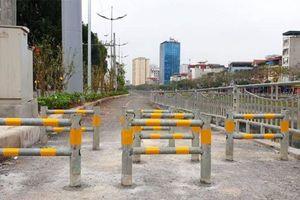 Lắp rào chắn, ngăn xe máy vào làn đường đi bộ dài nhất Thủ đô