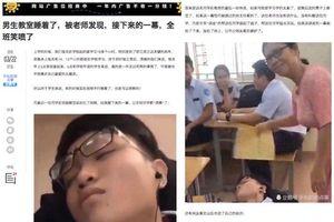 Hình ảnh cô giáo 'chăm sóc tận tình' cho nam sinh đang ngủ gây sốt trên báo Trung Quốc