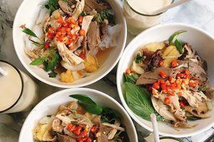 Đặc sản bánh ướt lòng gà nổi tiếng ở Đà Lạt thường có nguyên liệu nào?