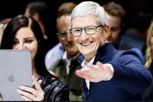 iPhone sắp hết thời, Apple sẽ làm phim, bán báo?