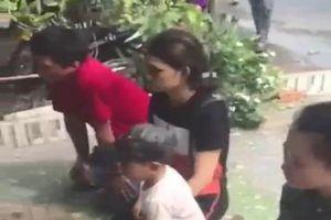 Vụ nhóm người quỳ nửa giờ trước nhà xin lại con: Nữ chủ tịch phường nói gì?