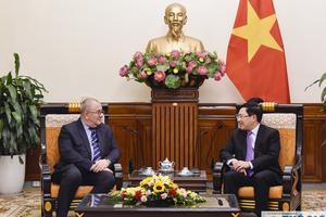Phó Thủ tướng Phạm Bình Minh tin tưởng Đại sứ Bỉ sẽ thúc đẩy quan hệ hai nước có những bước phát triển mới,