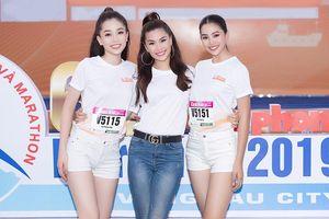 Á hậu Diễm Trang xinh đẹp làm MC bên dàn mỹ nhân Việt