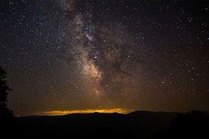 Tìm thấy những vật thể khổng lồ bí ẩn ở trung tâm của thiên hà