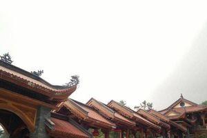 Phật tử cả nước đi chùa Ba Vàng nói gì về việc 'thỉnh vong' và 'cúng oan gia trái chủ'?