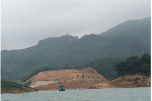 Đi tìm người đứng sau công trình san gạt hàng nghìn m2 đất tại lòng hồ thủy điện?