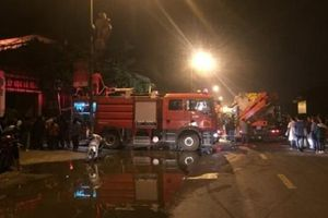 'Bà hỏa' ghé thăm cửa hàng giầy dép ở Hà Nội khiến 4 người nhập viện