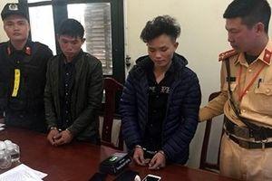 CSGT bắt giữ 2 đối tượng vận chuyển ma túy trên đường.